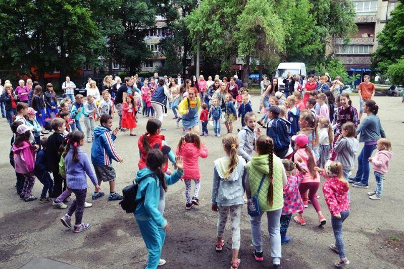У мікрорайоні Пасічна відбувся яскравий фестиваль (фоторепортаж)