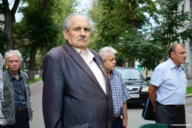 У Франківську відкрили пам'ятну дошку видатному українському письменнику (фоторепортаж)