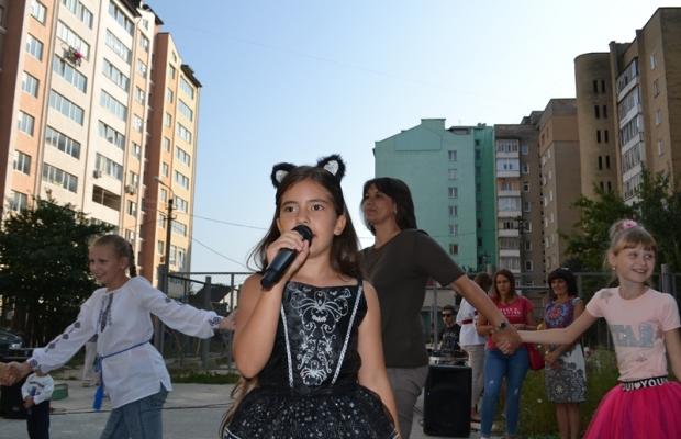"""Результат пошуку зображень за запитом """"У дворі по вул.О.Косилевської, 40-42 відбулось свято «Останні акорди літа»."""""""