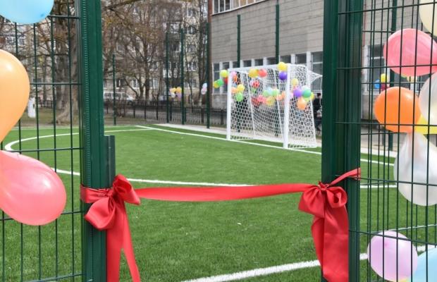 Франківська школа отримала нове спортивне поле (фоторепортаж)