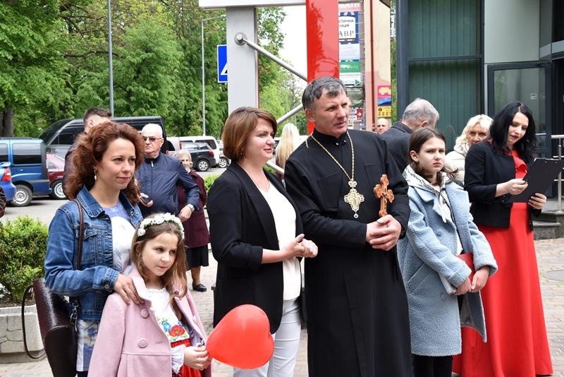 http://www.mrada.if.ua/images/news/25_sesia/veterany/DSC_0748.JPG